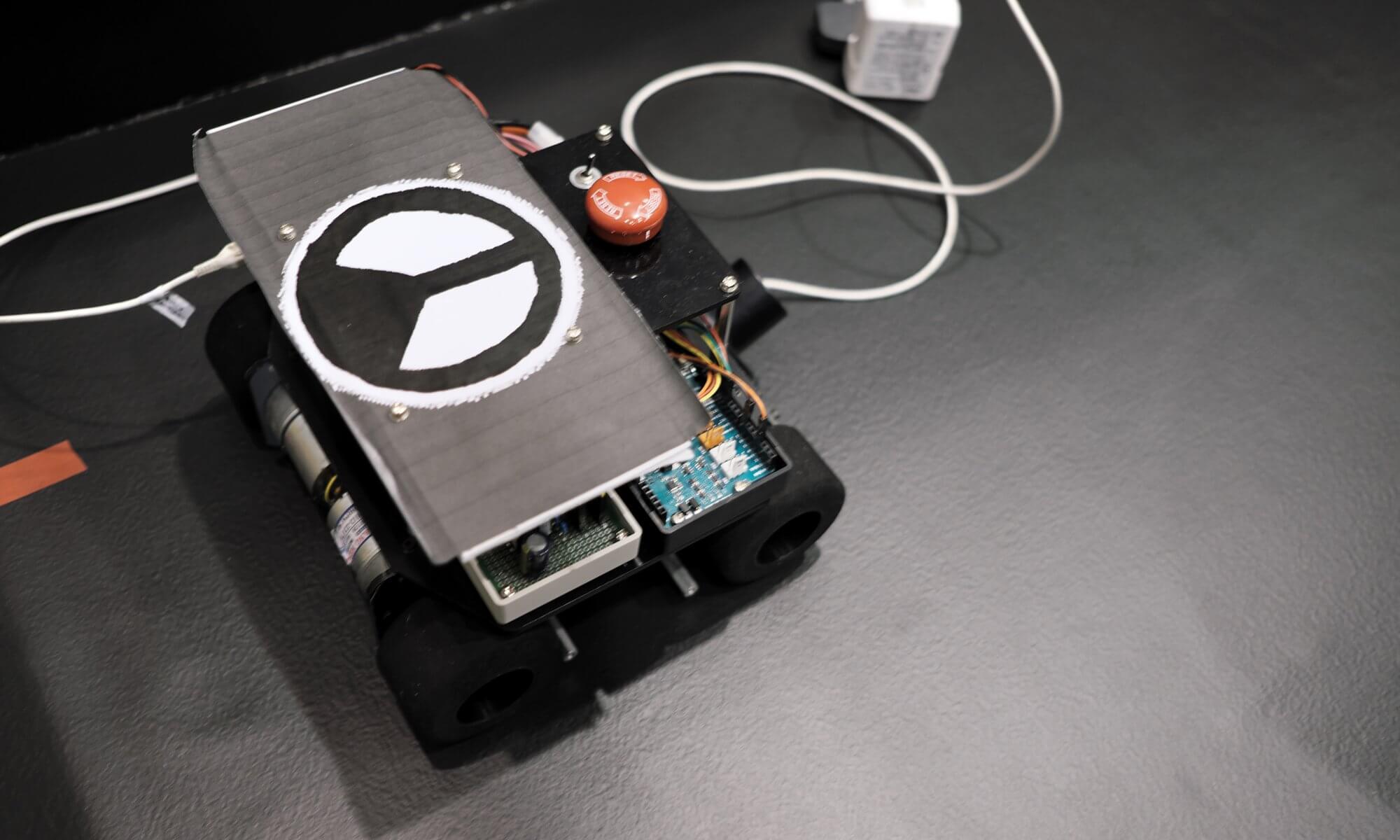 試作版お掃除ロボット